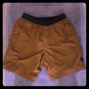 Like new Men prana active wear shorts